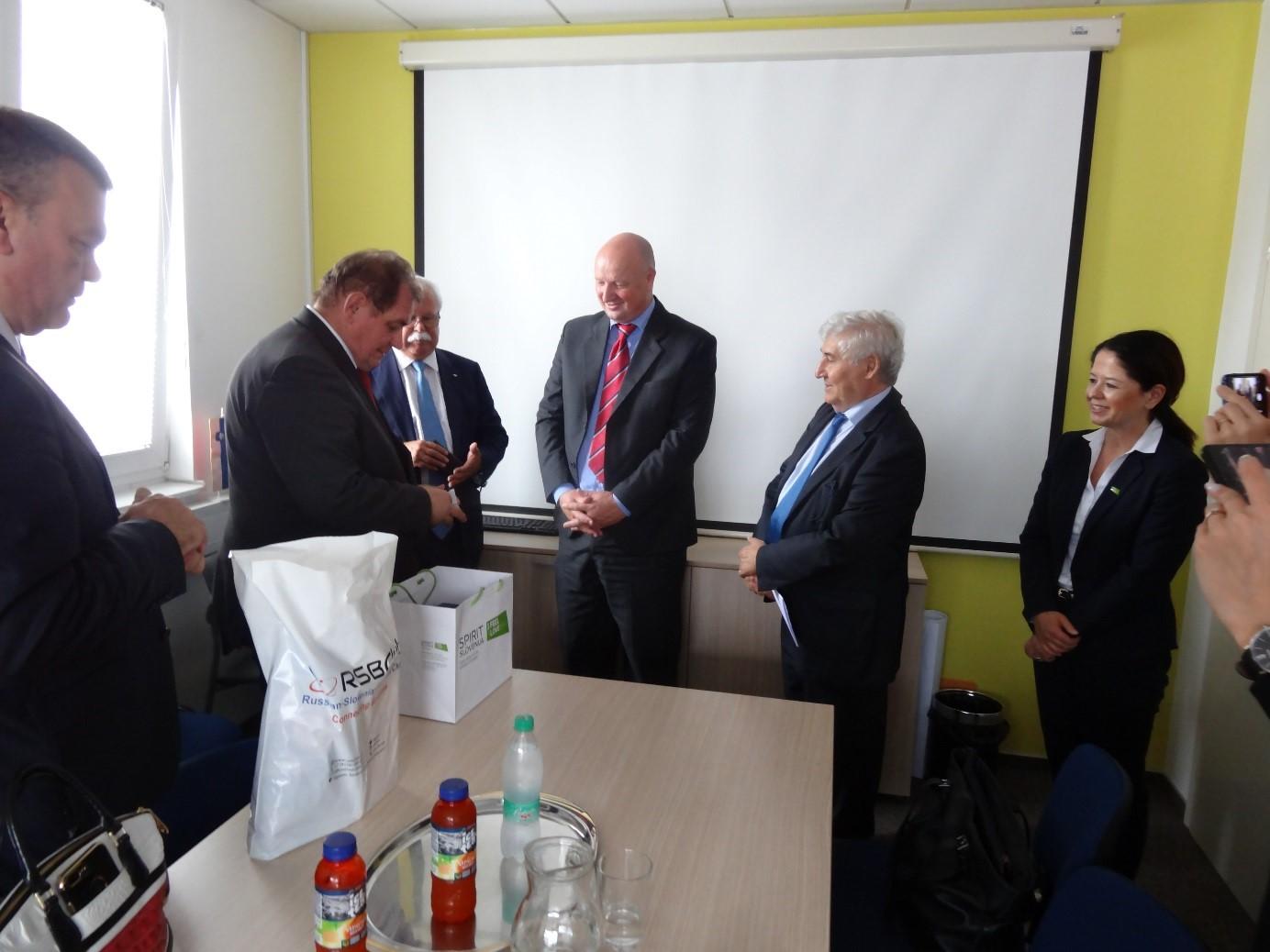 Ob zaključku srečanja je bila izražena namera po sodelovanju pri pripravi gospodarskega obiska iz Slovenije v regiji Samara v jesenskem času.