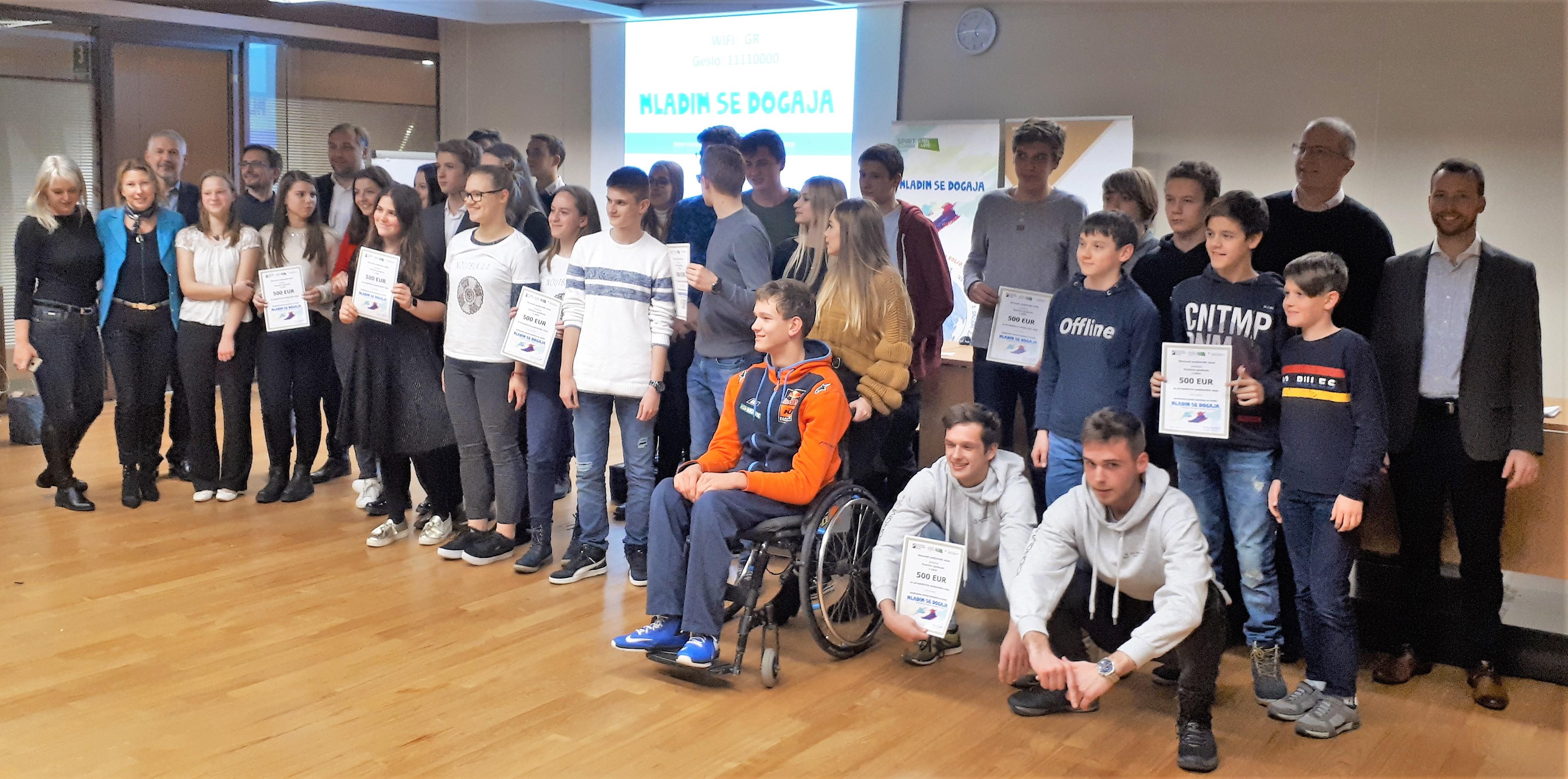 Včeraj je bilo v okviru skupnega projekta javne agencije SPIRIT Slovenija in Slovenskega podjetniška sklada (SPS) »Realizirajmo podjetniške ideje mladih skupaj,« izbranih in nagrajenih deset najbolj perspektivnih dijaških podjetniških idej.